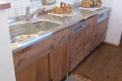 アルダー材のオリジナルキッチン
