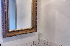 アンティークの油絵の額縁に鏡をセット