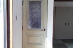 フローラガラスを入れたリビングドア