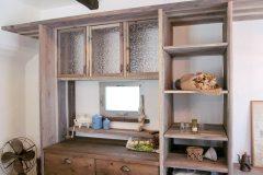 キッチン背面の収納もすべて職人さんの手作り